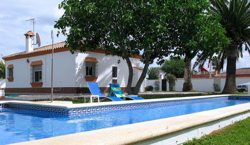 Great 15m pool !!! 3 bed, 2 bath villa, sleeps 6.