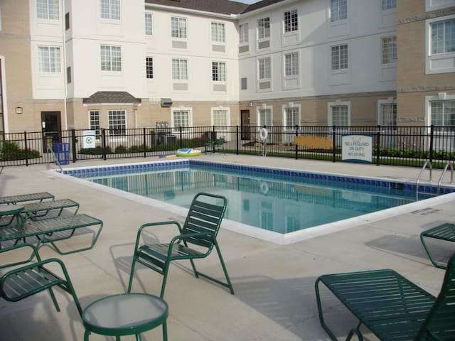Free Daily Breakfast, Outdoor Pool. 7 Miles from University Circle.