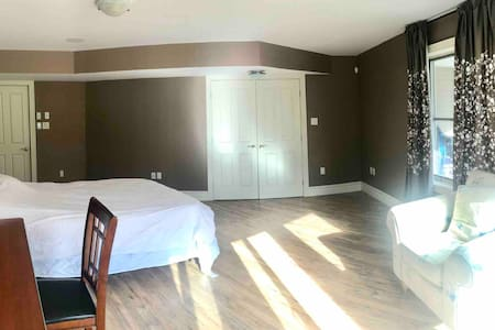 Room suite with separate entrance from backyard