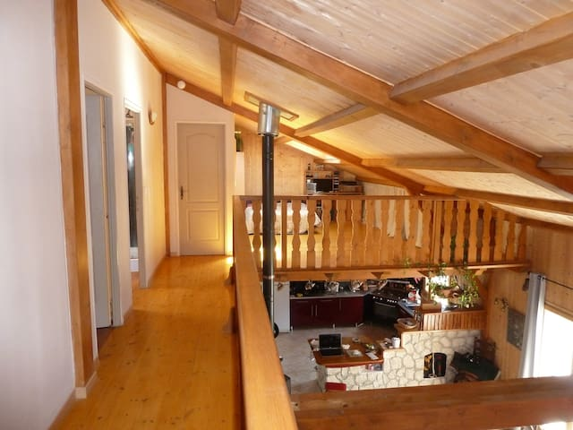 maison bois 2 ;  location entière de mai a octobre - Montpezat-Sous-Bauzon - Vakantiewoning