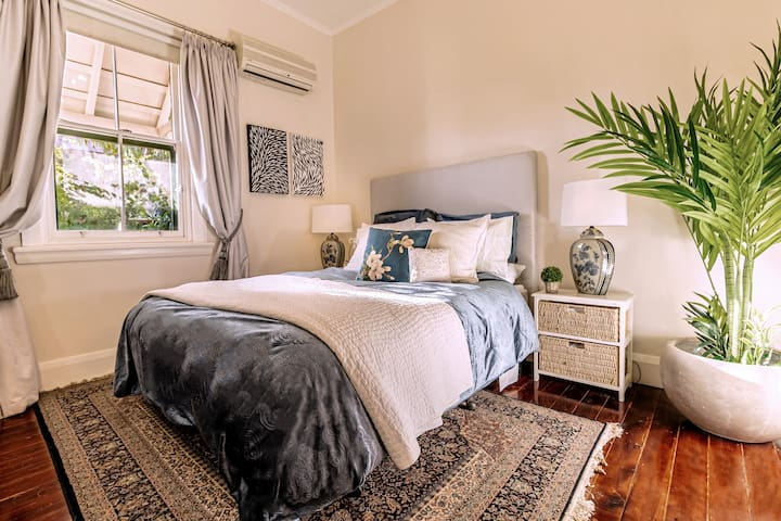 Carlowrie House... Guest bedroom 3
