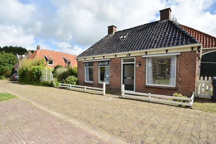 Quintessential Frisian home in old town centre near Leeuwarden & Wadden Islands