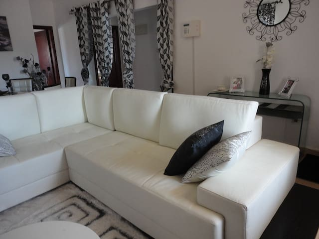 No.17 Luxury Place - Tema - House
