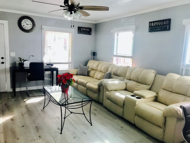 2 BDRM FRONT HOUSE CLOSE TO LAX, FORUM, & BEACH.