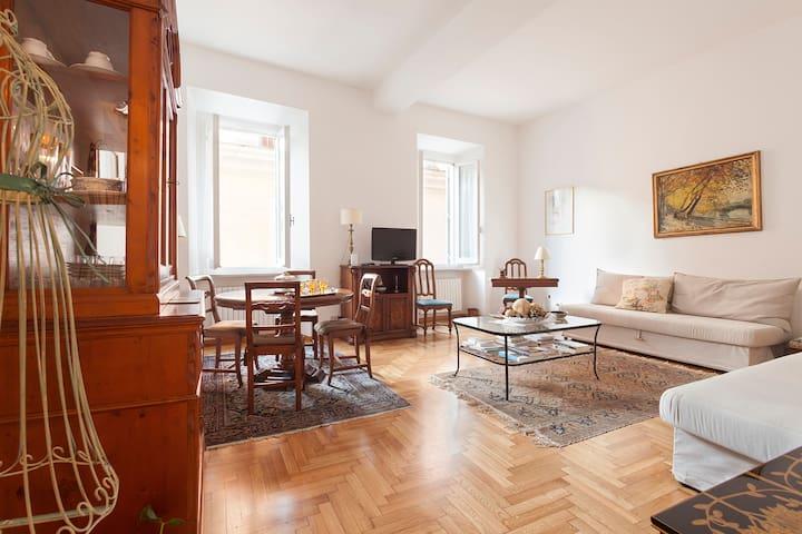 LA DOLCE VITA APT CLOSE TREVI - Roma - Appartamento