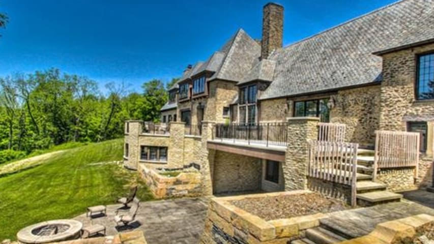 RNC Luxurious French Stone Manor - Gates Mills - Дом