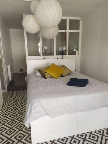 Belle chambre, entrée - sdb indépendante + jacuzzy