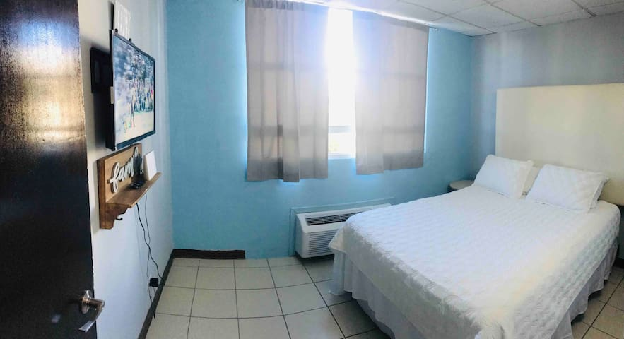Miramar Condo 4p/ wifi/ac/smart tv. Soft bed.