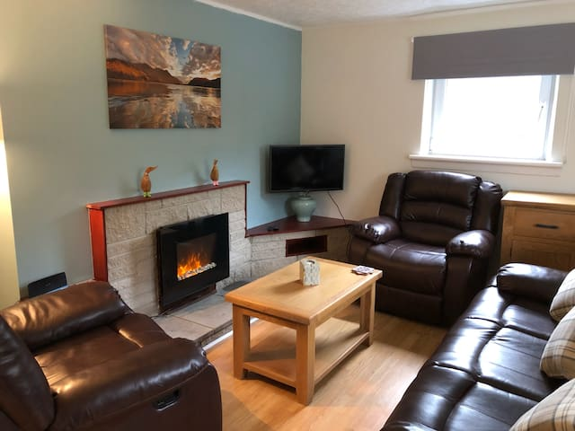 Centrally located 2 bedroom flat with free parking
