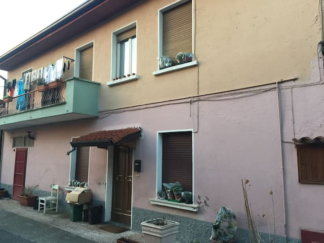 Rustic 2 bedroom accom sleeps 4 / 6 - Botticino - Dom