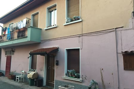 Rustic 2 bedroom accom sleeps 4 / 6 - Botticino - Casa