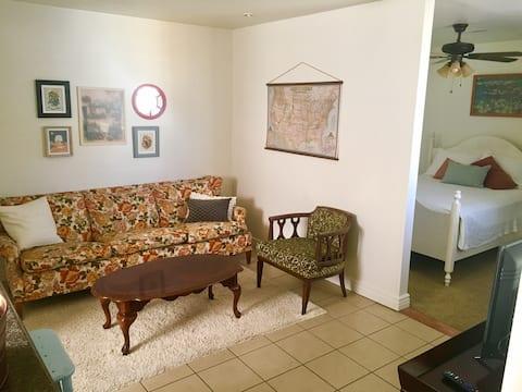 Casita Bougainvillea: private, cozy guesthouse