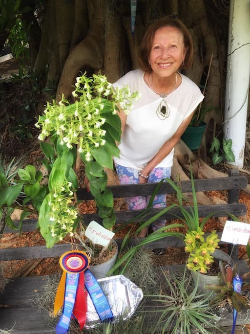Meet your host: Mery! She an orchid cultivator, winner of several prizes. Here she is with an native orchid type in danger of extinction she is helping to preserve.