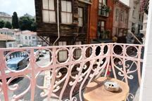 Flat in a historical neighbourhood in city center.