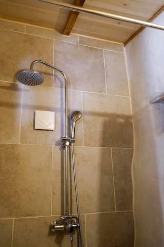 Douche moderne. Modern shower