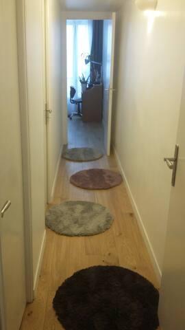 Couloir accès à la chambre 1