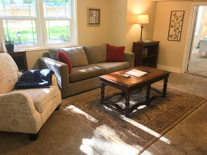 State Street Cottage, 1 BR - No Cleaning Fee