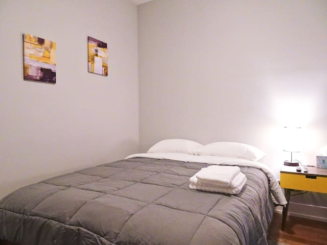 A4a Luxurious Comfy Queen Bed Bedroom Near Chicago