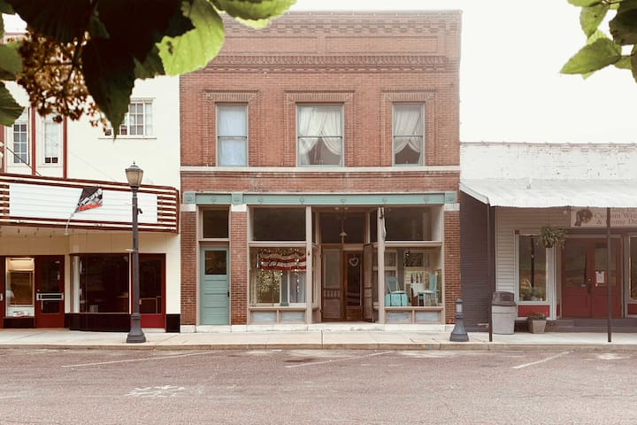 NEW! 'Shaman's Suite' Central to Historic Downtown