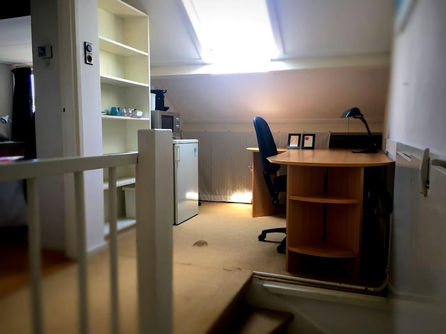 Rustige werkkamer in voorportaal