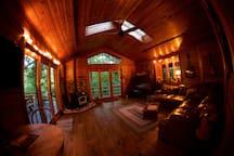 Hugel Hutte - Log Cabin Getaway
