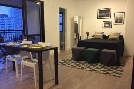 Studio no Campo Belo, prédio novo e completo.