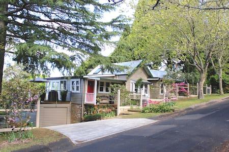 Leura Kookaburra Cottage & Garden - Leura