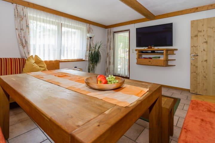 Haus Thomas - Apartment A aus Naturholzmöbel!
