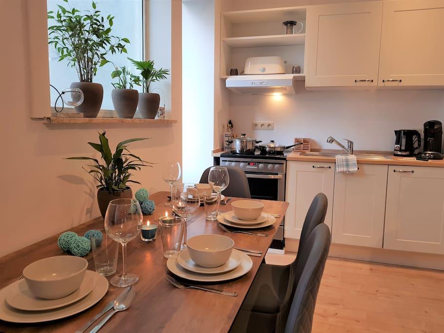 Bright & spacious dining area.