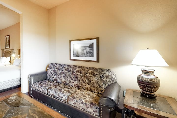 Classic condo w/ free WiFi, a furnished balcony, shared pools, hot tub, & golf