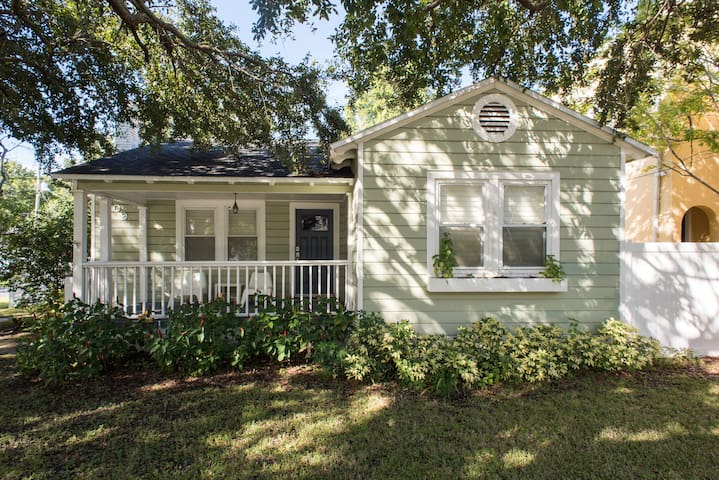 Beautiful Bungalow in sought after heart of Tampa!