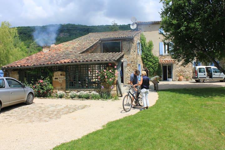 maison ancienne avec jardin/piscine - Loubières - Hus