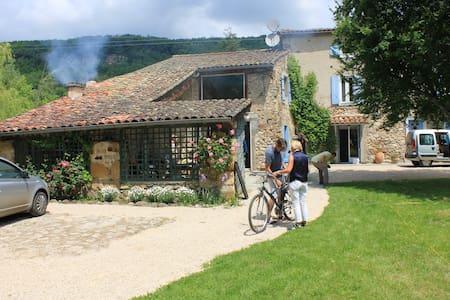 maison ancienne avec jardin/piscine - Loubières - Haus