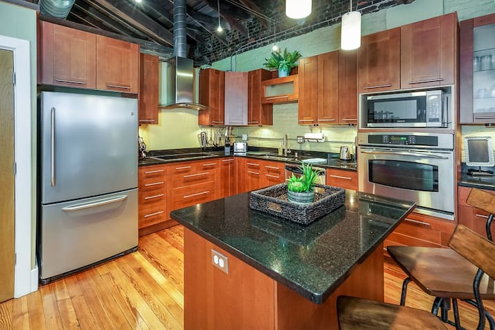 CHARMING NuLu/DWTN Loft - BEST LOCATION EVER