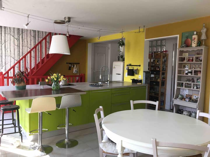 Chambre au calme avec entrée et terrasse privées