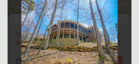 Lakefront Greers Ferry Home w/View Decks&Boat Slip