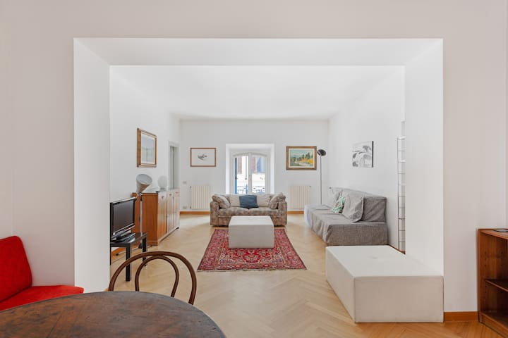Spacious & Elegant apartment in Corso Como