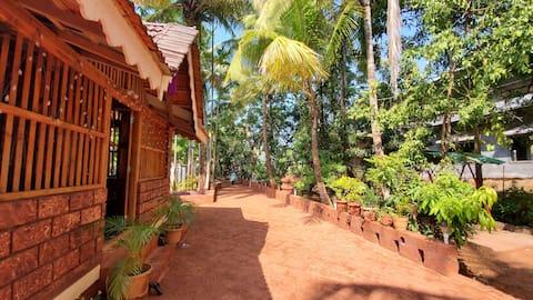 A True Konkan Villa - beach/fish/palm tree garden