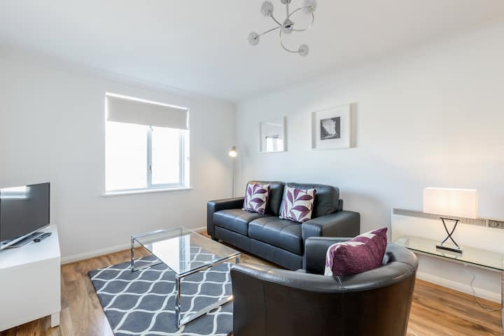Luxury one bedroom serviced apartment in Kingston