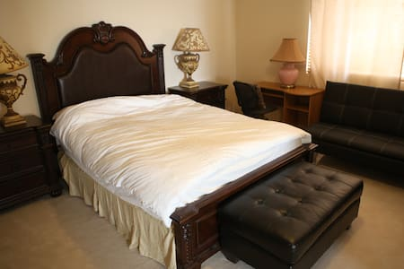 Clean And Comfortable Master Suite - Victorville - Bed & Breakfast