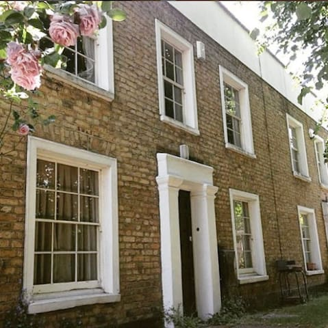 Double Room in Victorian House, Central London - London - House