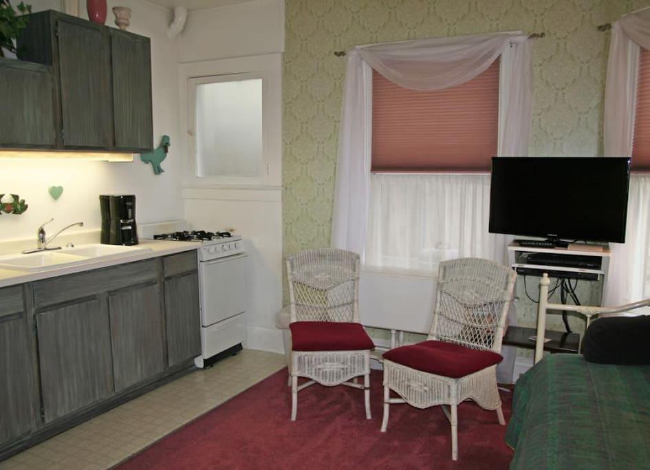 3-216 Whittley-A_main room_0005