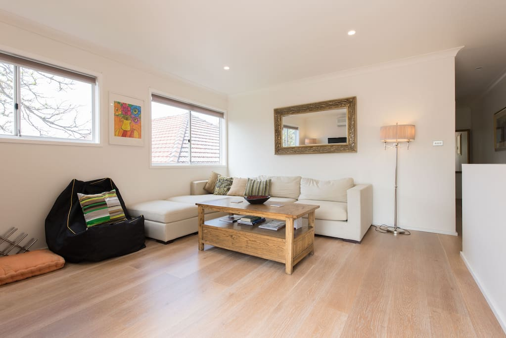 Very light and fresh room with blinds to make cosy
