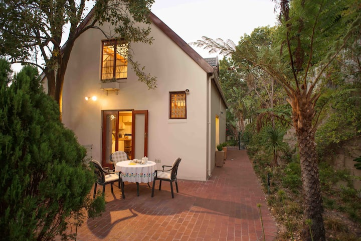 Meadows Mountain View in Hout Bay, South Africa