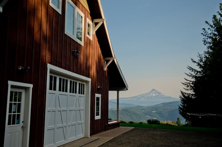 Cozy Barn-  Wood Stove and Best View of Mt Hood