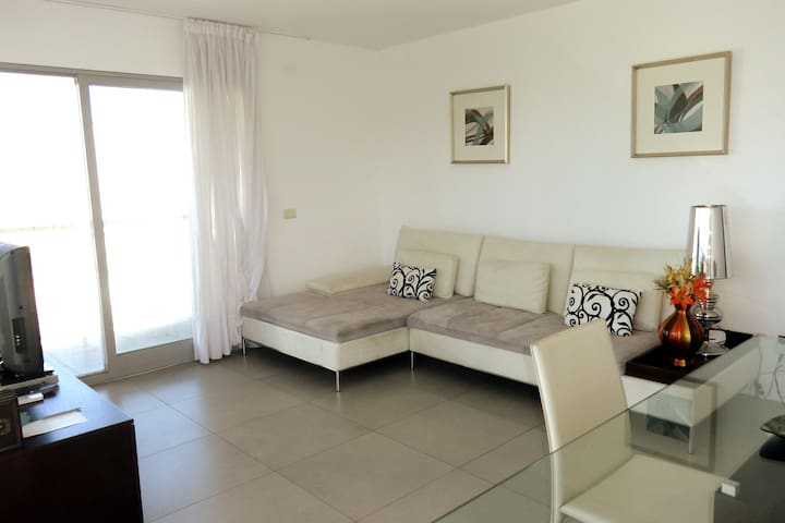 Lovely & cozy apartment, find near everything!!!