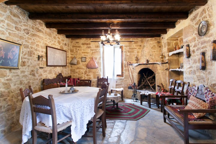 Old traditional stone built house - Heraklion  - Hus