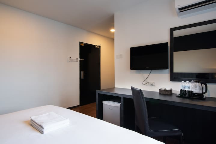2 Pax Superior King Room #237 @ Hotel Waterfall