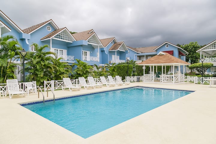 Ocho Rios Beach Apartment