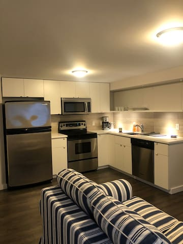 NEW - 1 bedroom guest suite in Garibaldi Highlands